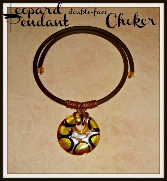 Glass Round Pendant - Gummy Rubber Choker