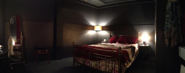 Yakuza Brothel Room