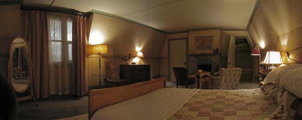 Cabin - Master Bedroom