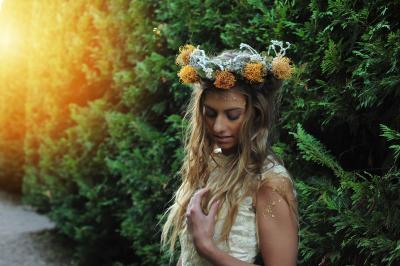 Sunlit flower crown looking sharp