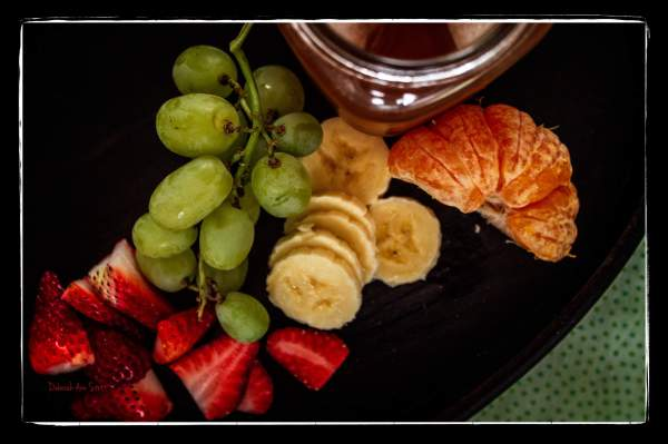 fruit, strawberries, banana, naartjie, satsuma, grapes