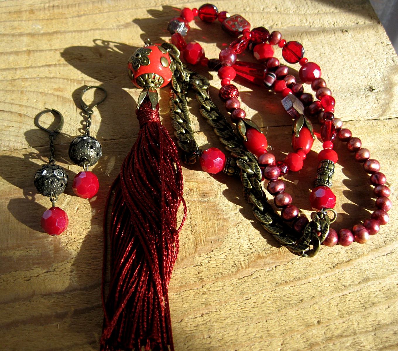 Various Red Stone & Glass beaded Necklace with Matching Earrings