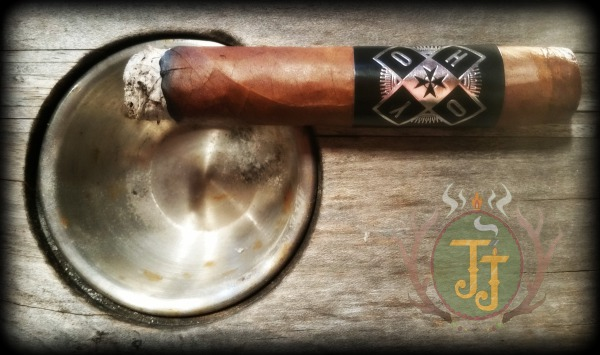 Hoyo Robusto by Hoya de Monterrey through General Cigars. Photo taken by JJ Cigar Review