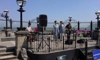 Amazing luck at the bandstand!