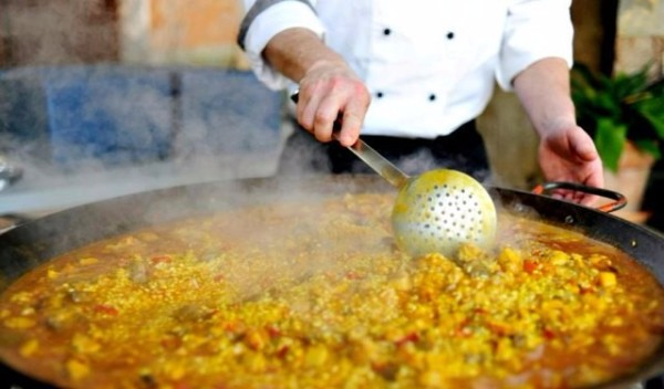 cooking paella for events
