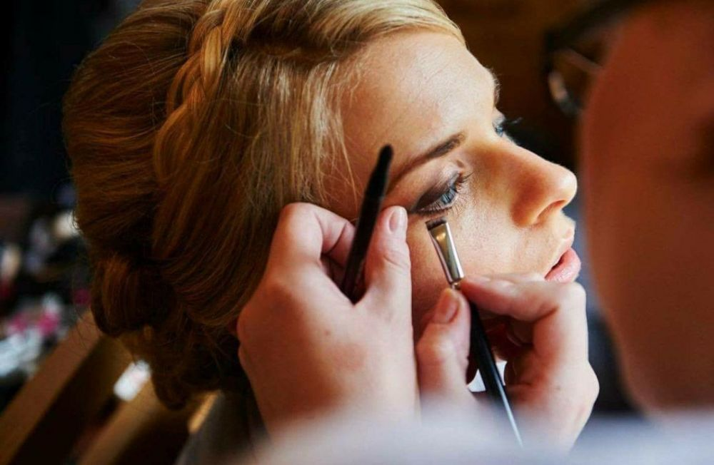 Reasons To Book A Makeup Artist For Your Wedding Day