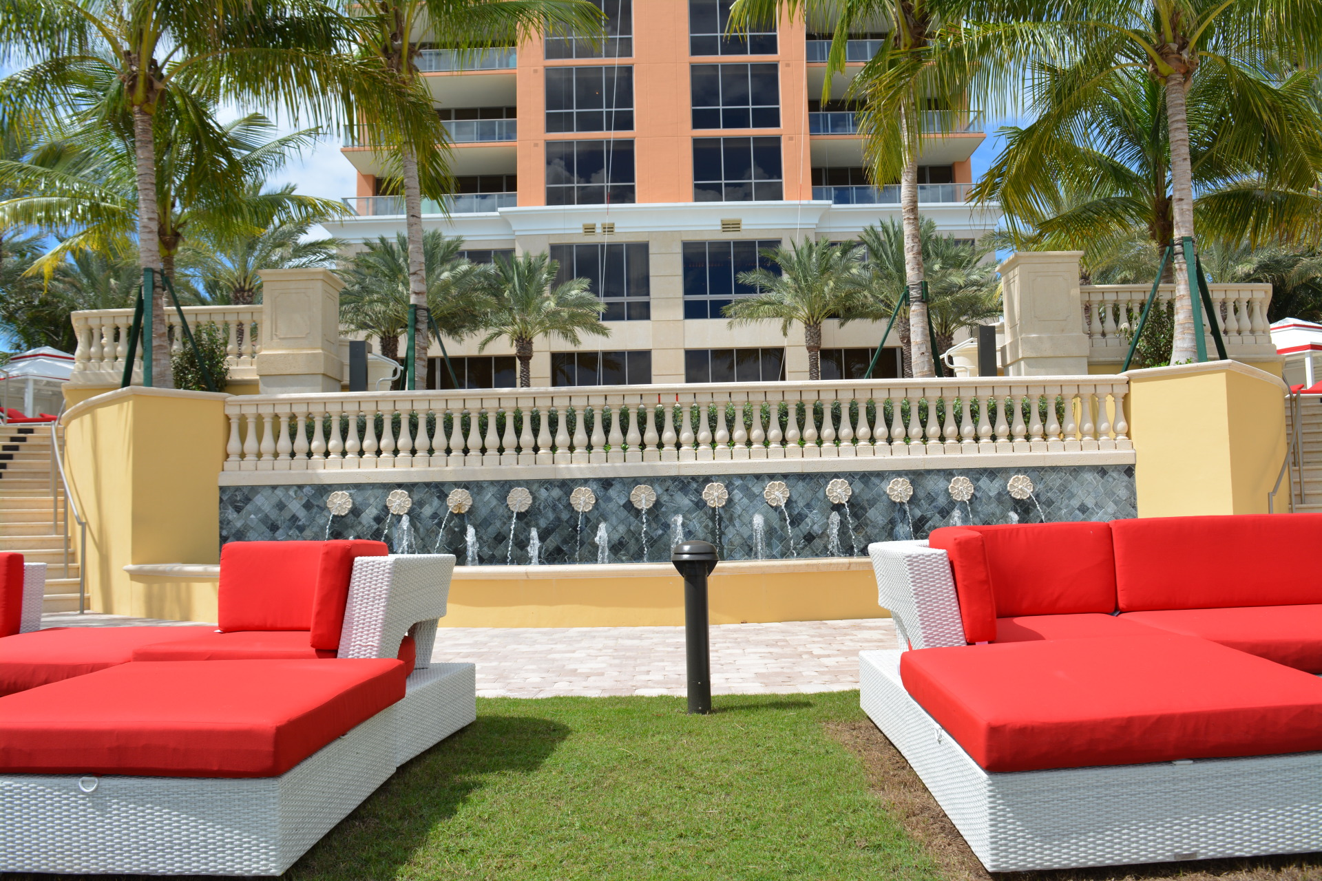 The Mansions At Acqualina Garden