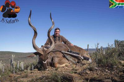 "<img src=""image.png"" alt=""leon with kudu trophy"">"