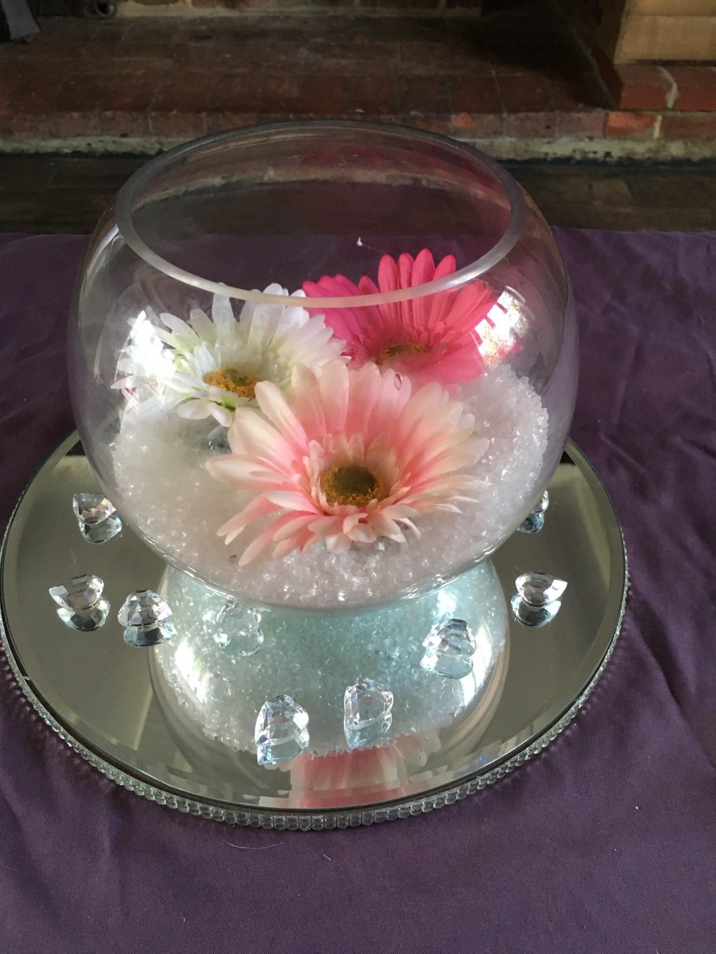 Fish bowl supplied with mirrored plate, scatter crystals, glass balls & flower heads