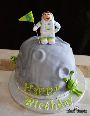 space birthday cake for him, astronaut birthday cake