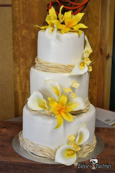 Rustic Summer Cala Lily Wedding Cake
