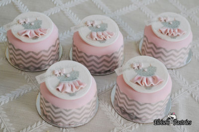 Baby Shower Cakelettes