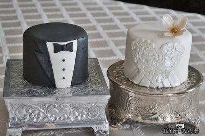 Bride and Groom Cakelettes