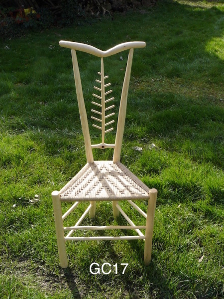 Leaf design ash wood gentleman's chair with chevron back