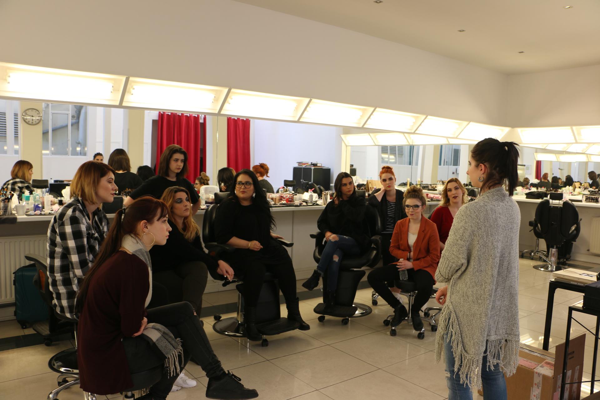 Les cours à l'École de Maquillage AVANT - SCÈNE