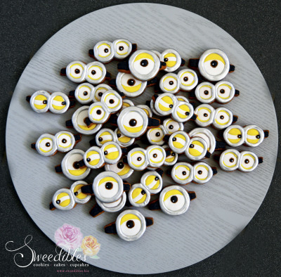Minion Eyes Cookies