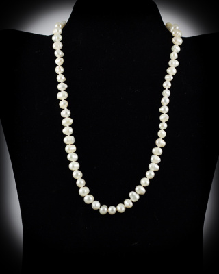Freshwater Pearls; White; 18″ single strand