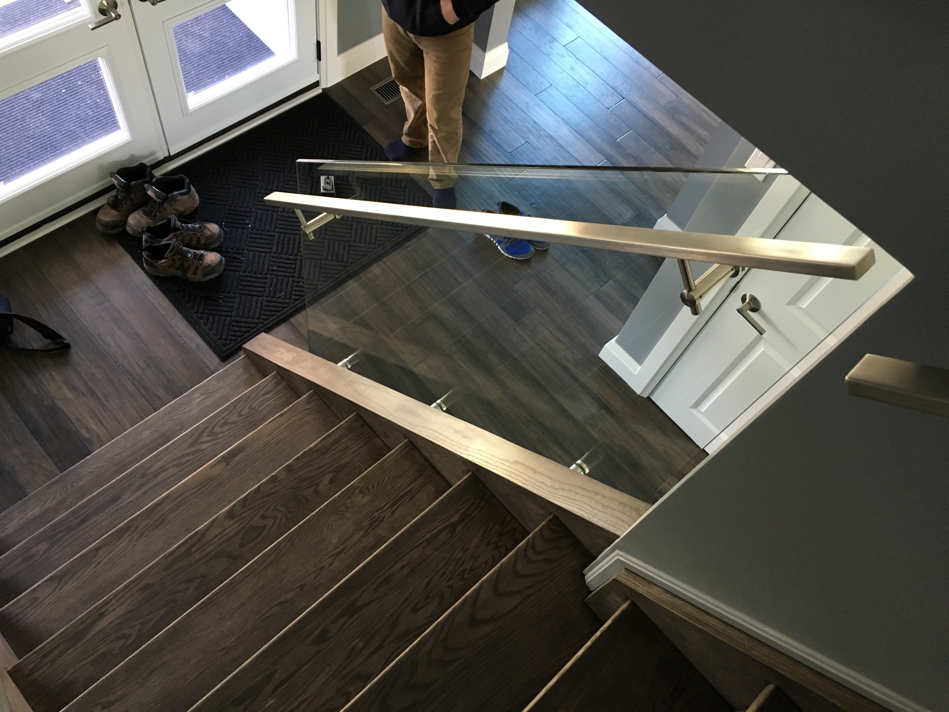 Side mounted handrail glass railings