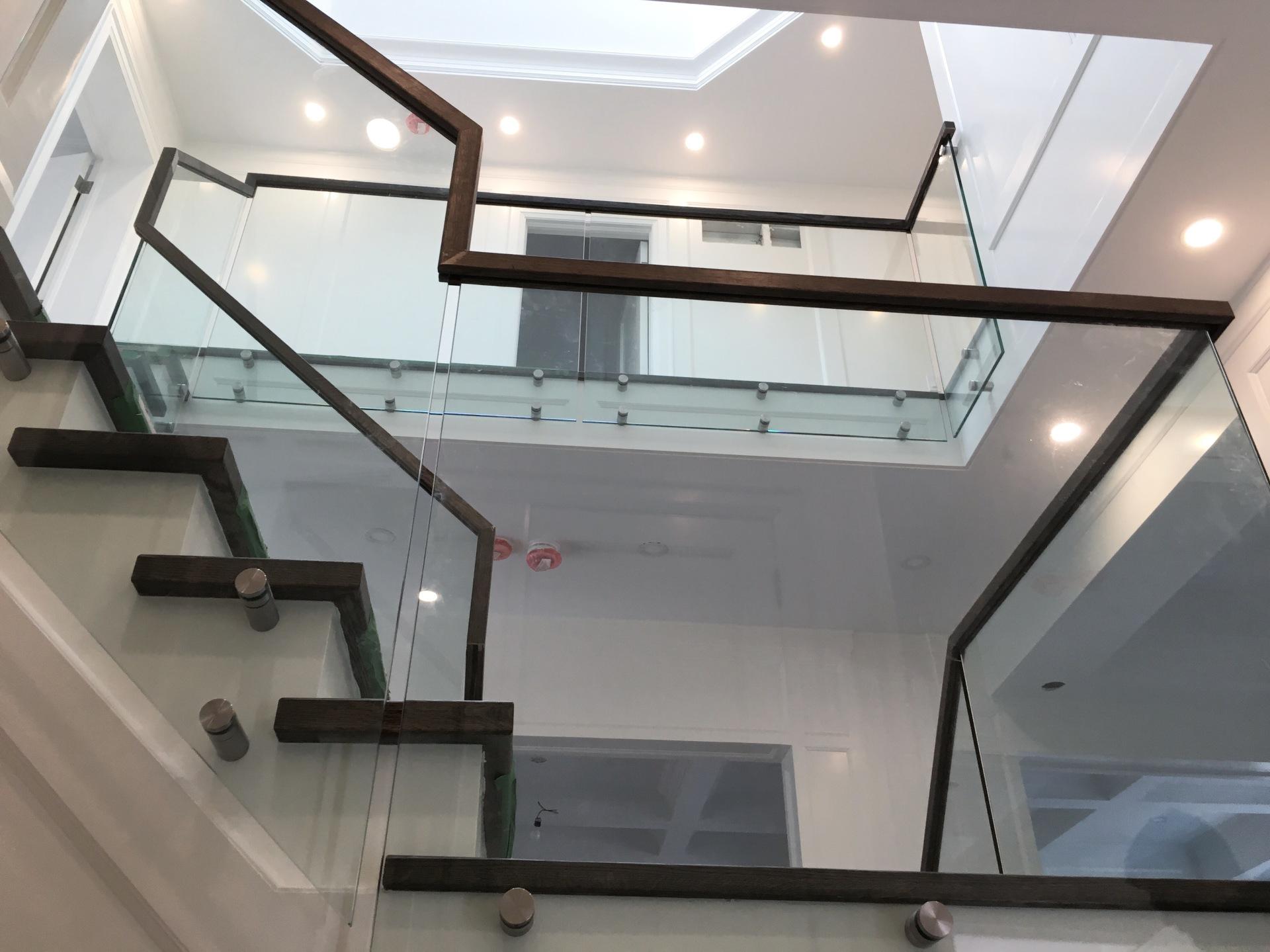 Continous Handrail Glass Railings