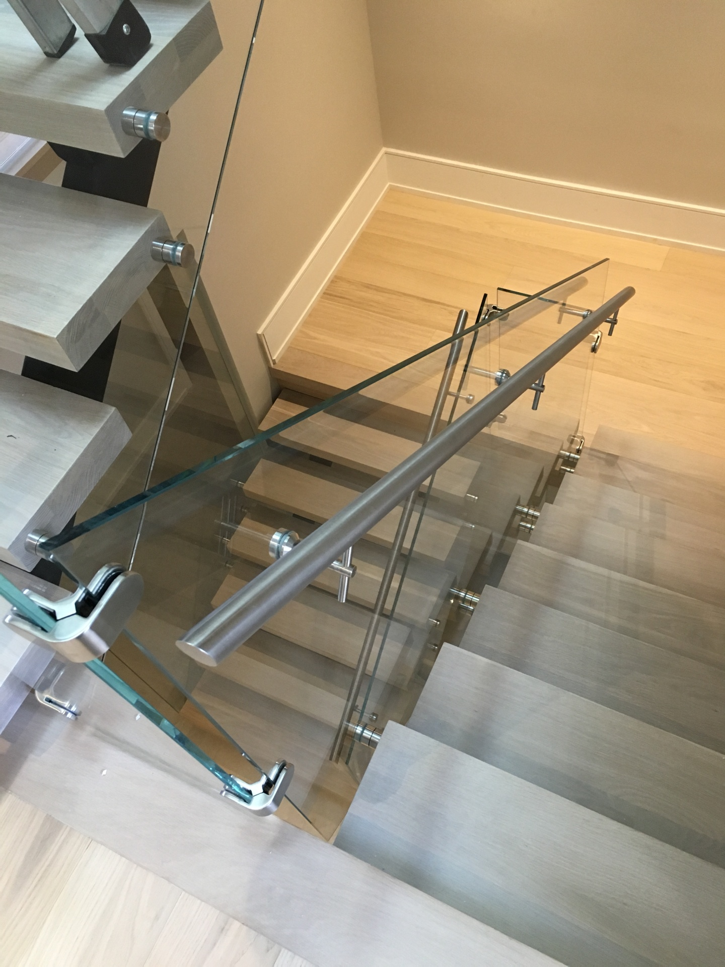 side mounted handrail on glass