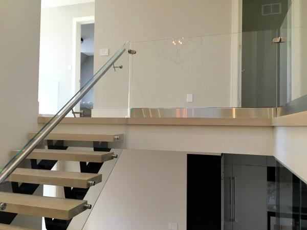 baseshoe glass railing