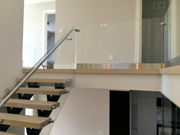 baseshoe glass railing