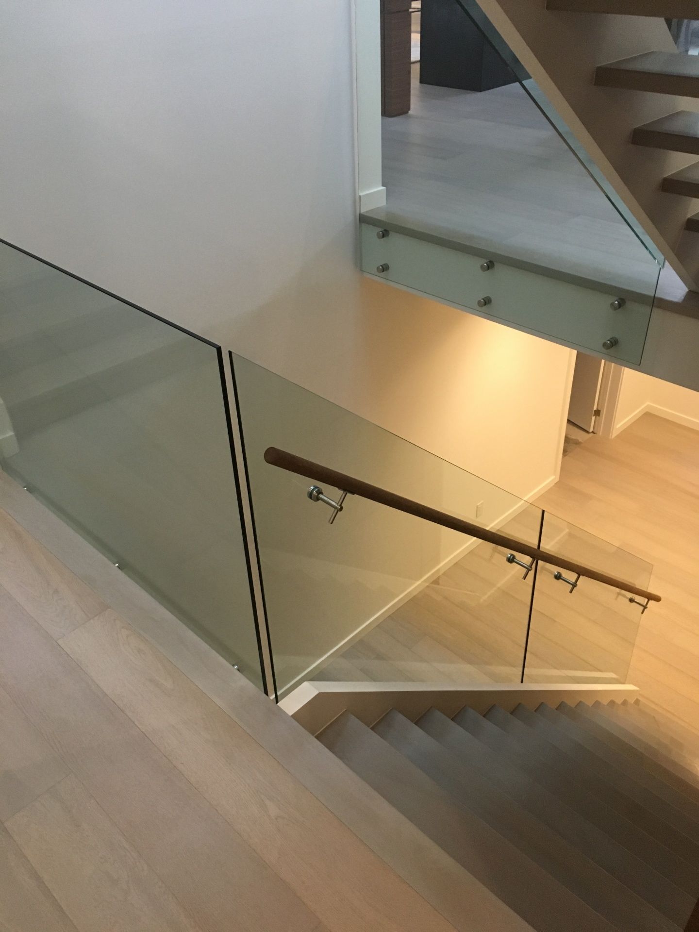 glass railing toronto