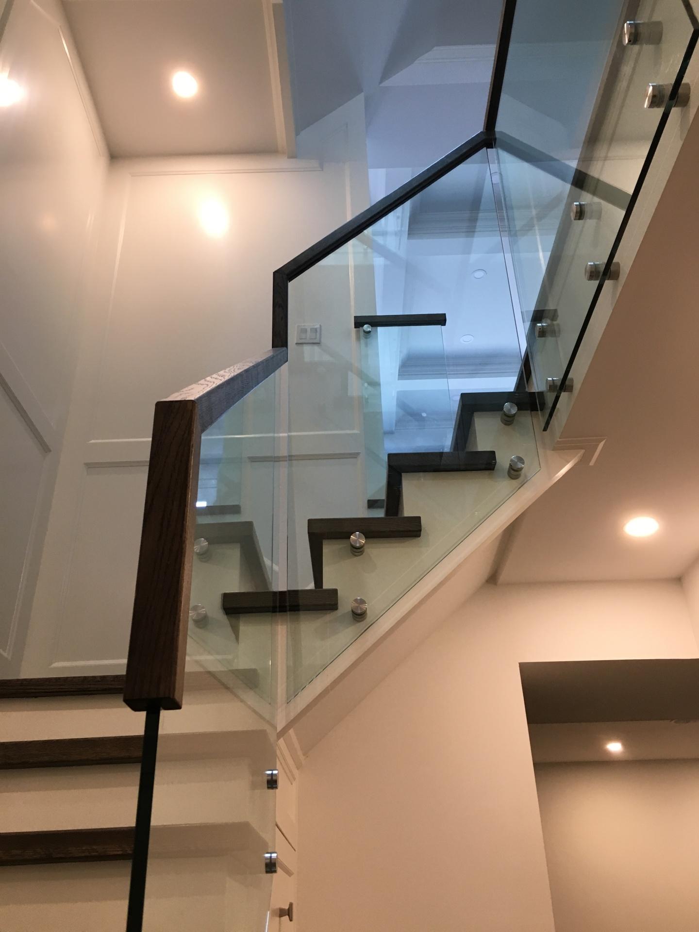 continous handrail glass railing