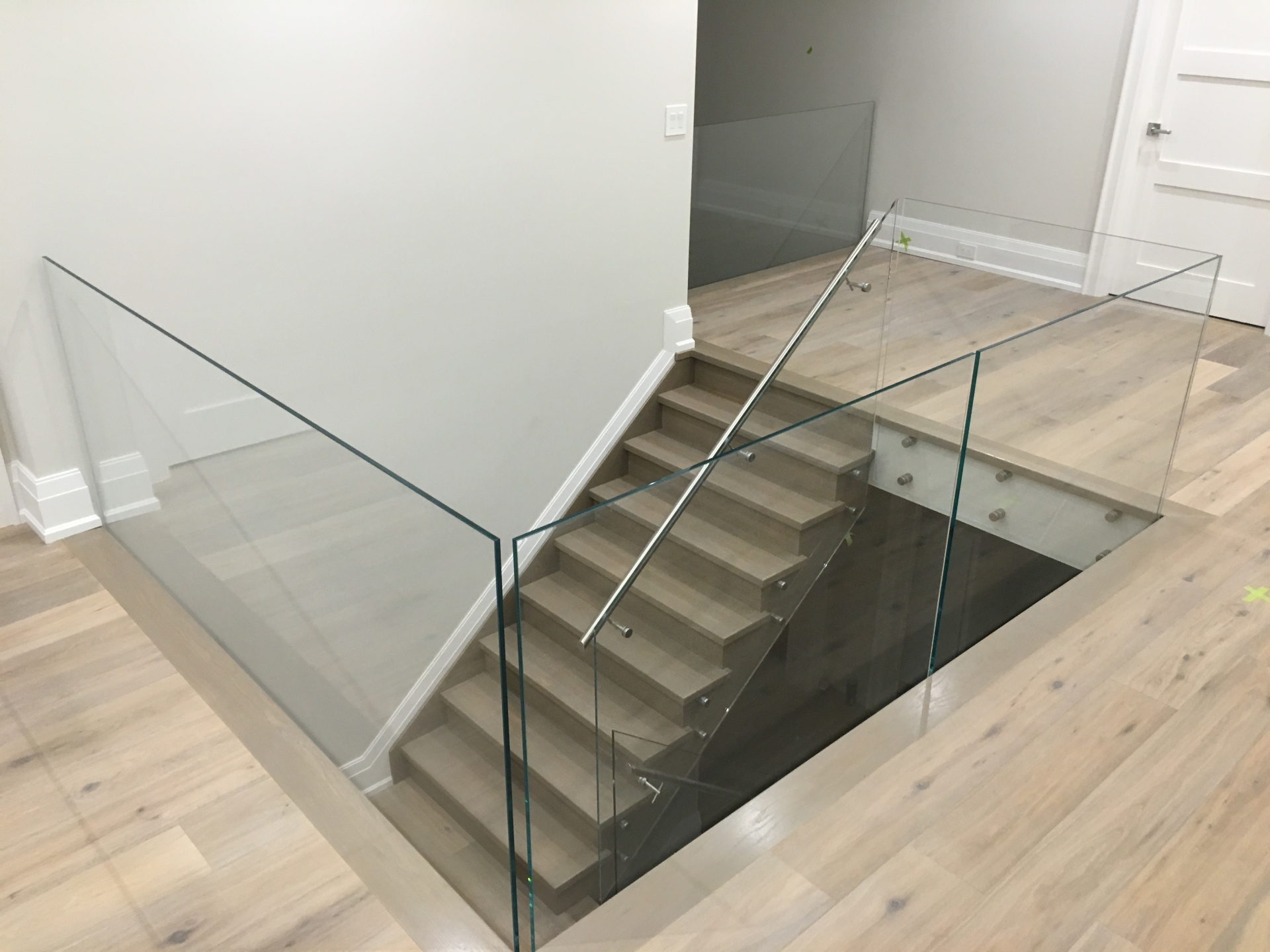 Low iron glass railing