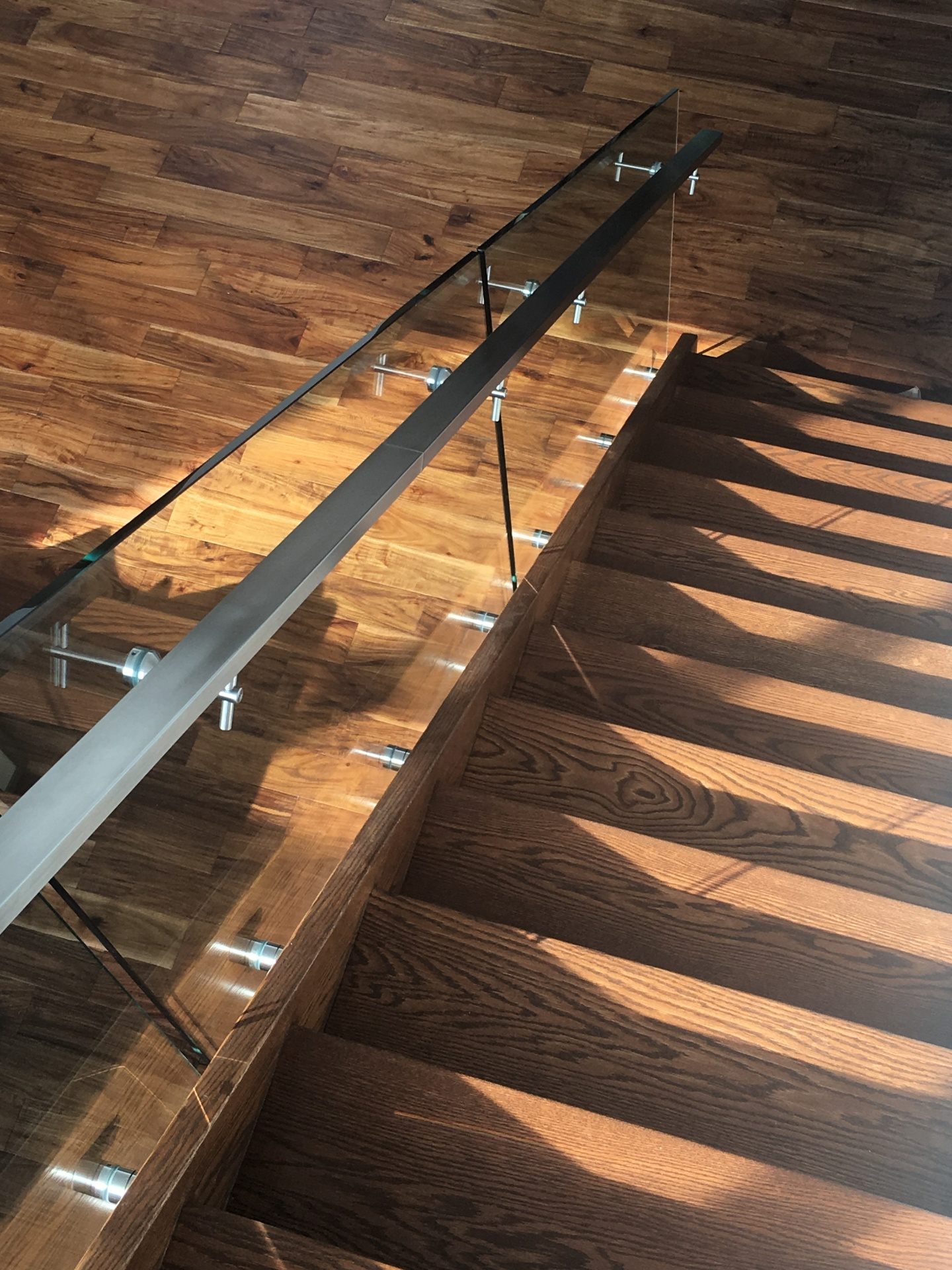 Side mounted glass railing
