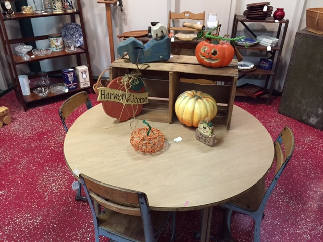 Kids Round Table & Chairs