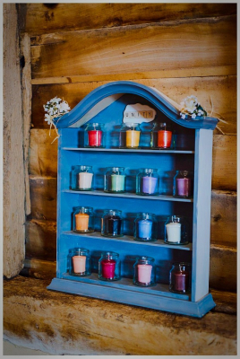 Shelf unit for items like candles
