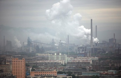 Nations hit climate deal, Accord cuts world use of chemical coolant