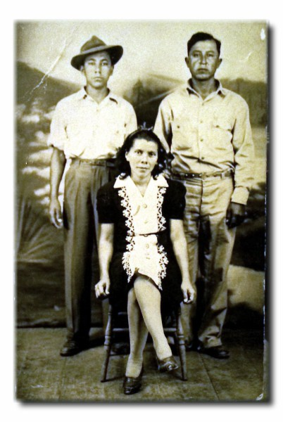 1947 photograph - Maria Moreno Salinas with husband Nicanor Perales (top right) and brother Porfirio Moreno Salinas (top left)