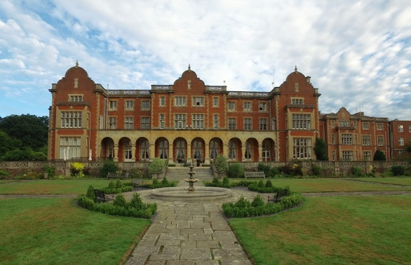 Councillors agree to sell Easthampstead Park Conference Centre
