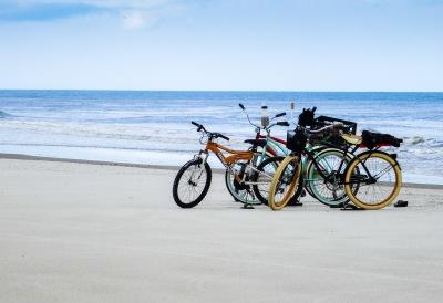 BIKES ON THE BEACH - Sandy Gilbert