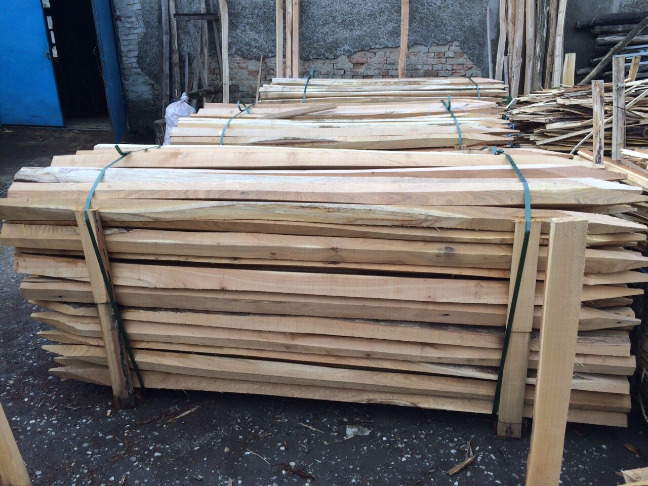 Sawn Hardwood Robinia Vineyard Fencing Stakes Posts Poles