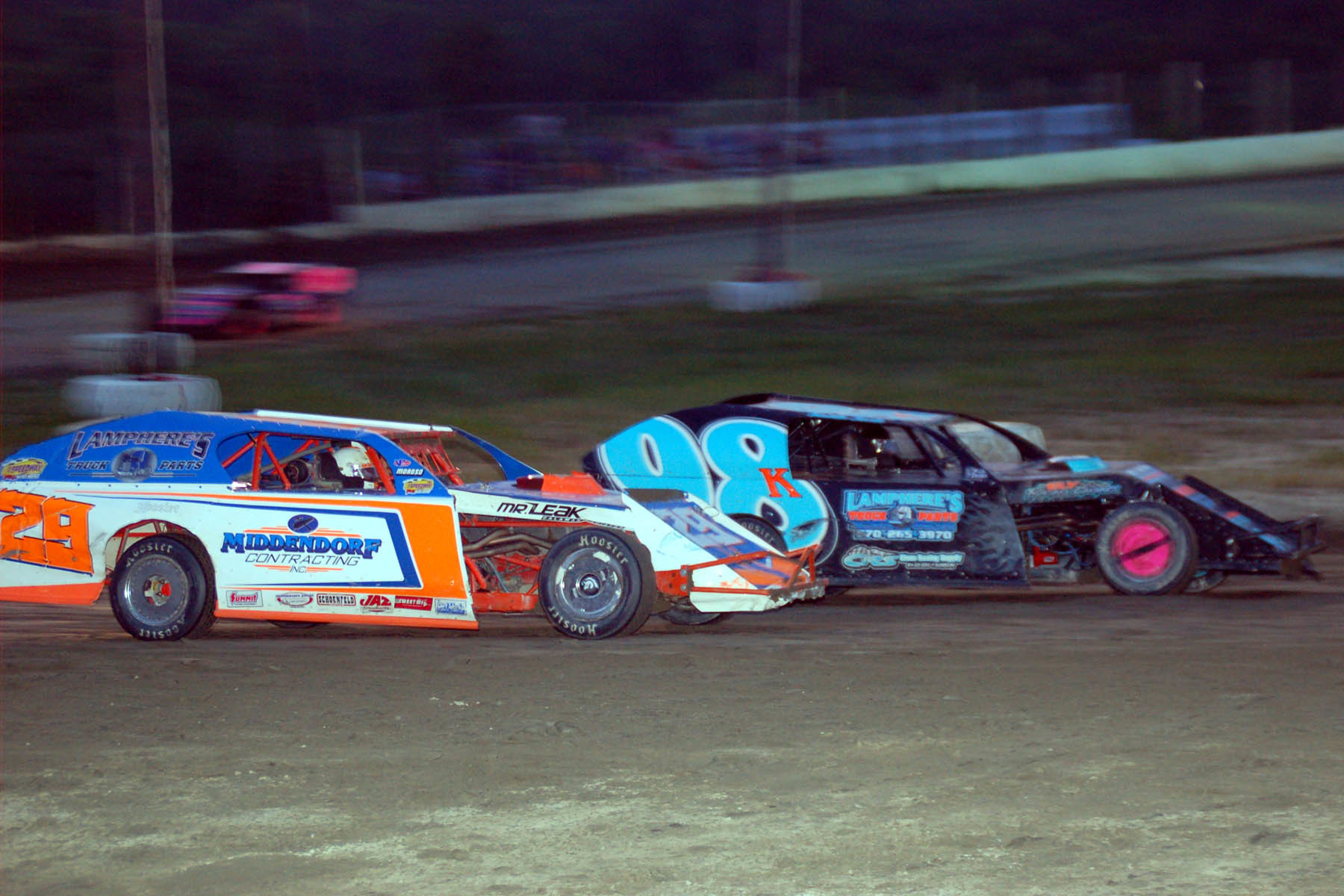 Bobby Maynard looks to the outside of Keith Jack Lamphere for the lead.