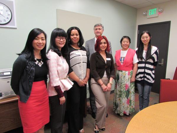 与雷克华盛顿大学留学生部工作人员开会