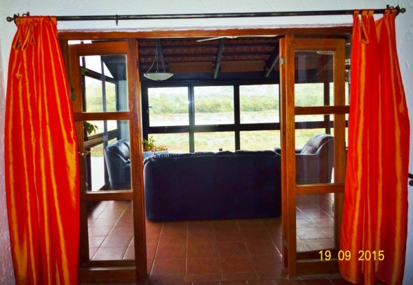 Open plan lounge to patio - Accommodation Harties