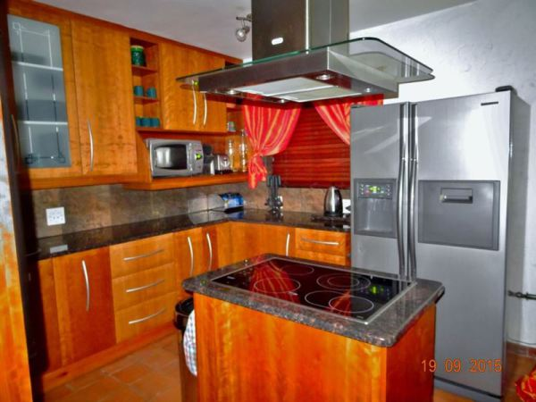 Open plan kitchen - Holiday accommodation Hartbeespoort