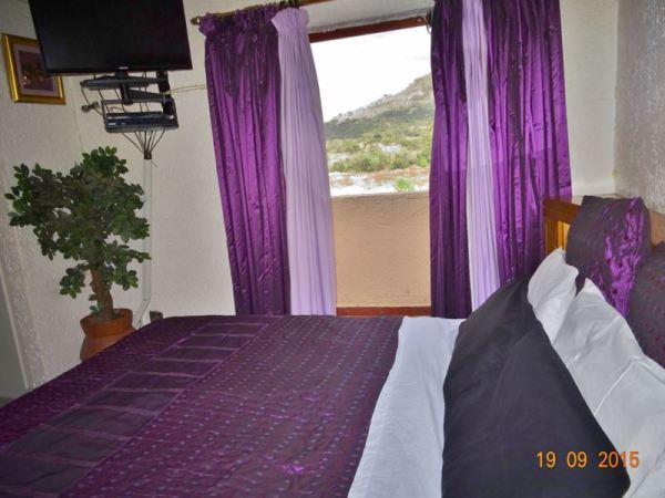 Main bedroom with private balcony - Accommodation Hartebeespoort