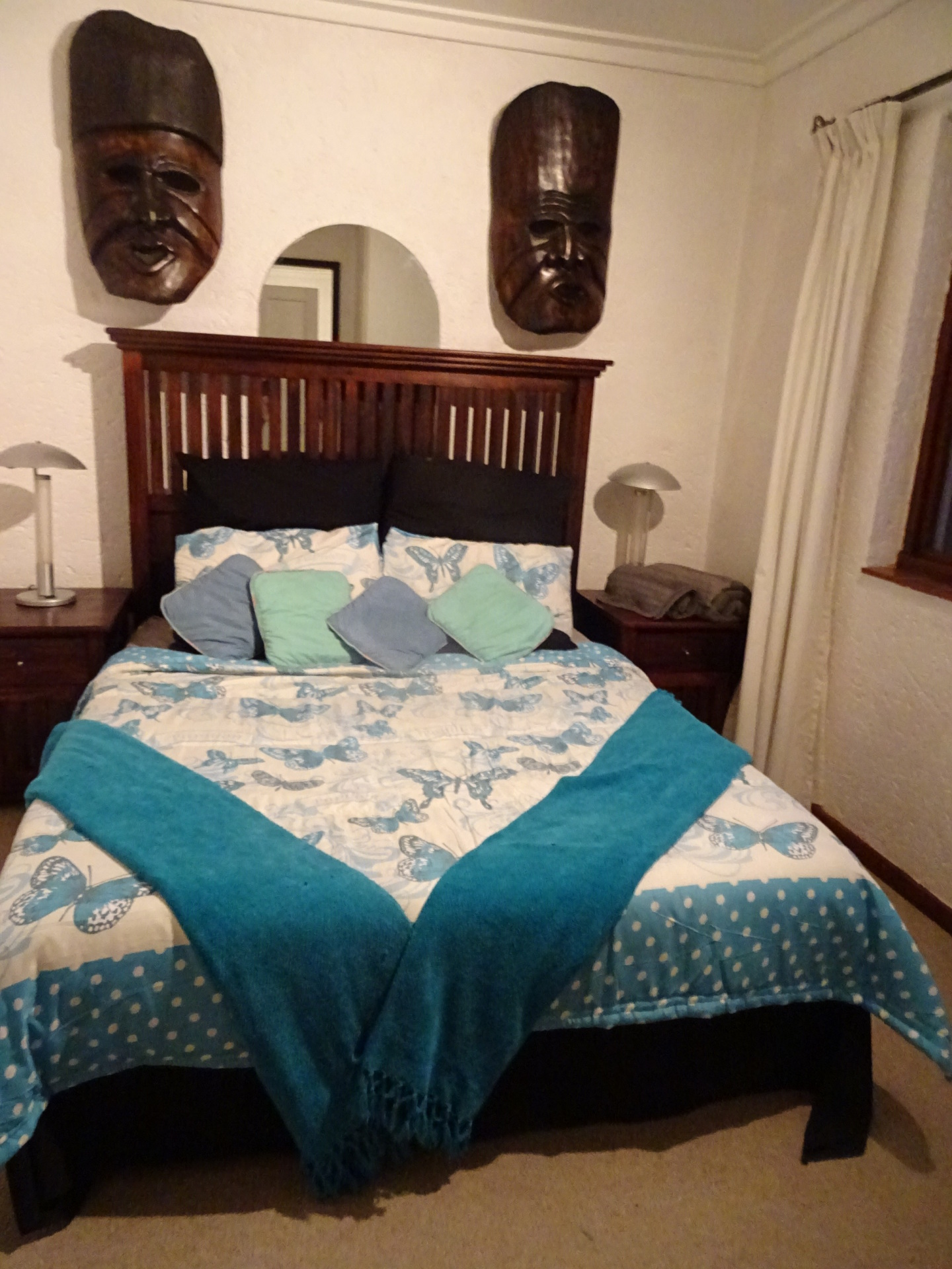 Mask bedroom upstairs, with Queen size bed - Weekend getaway in Hartbeespoort dam