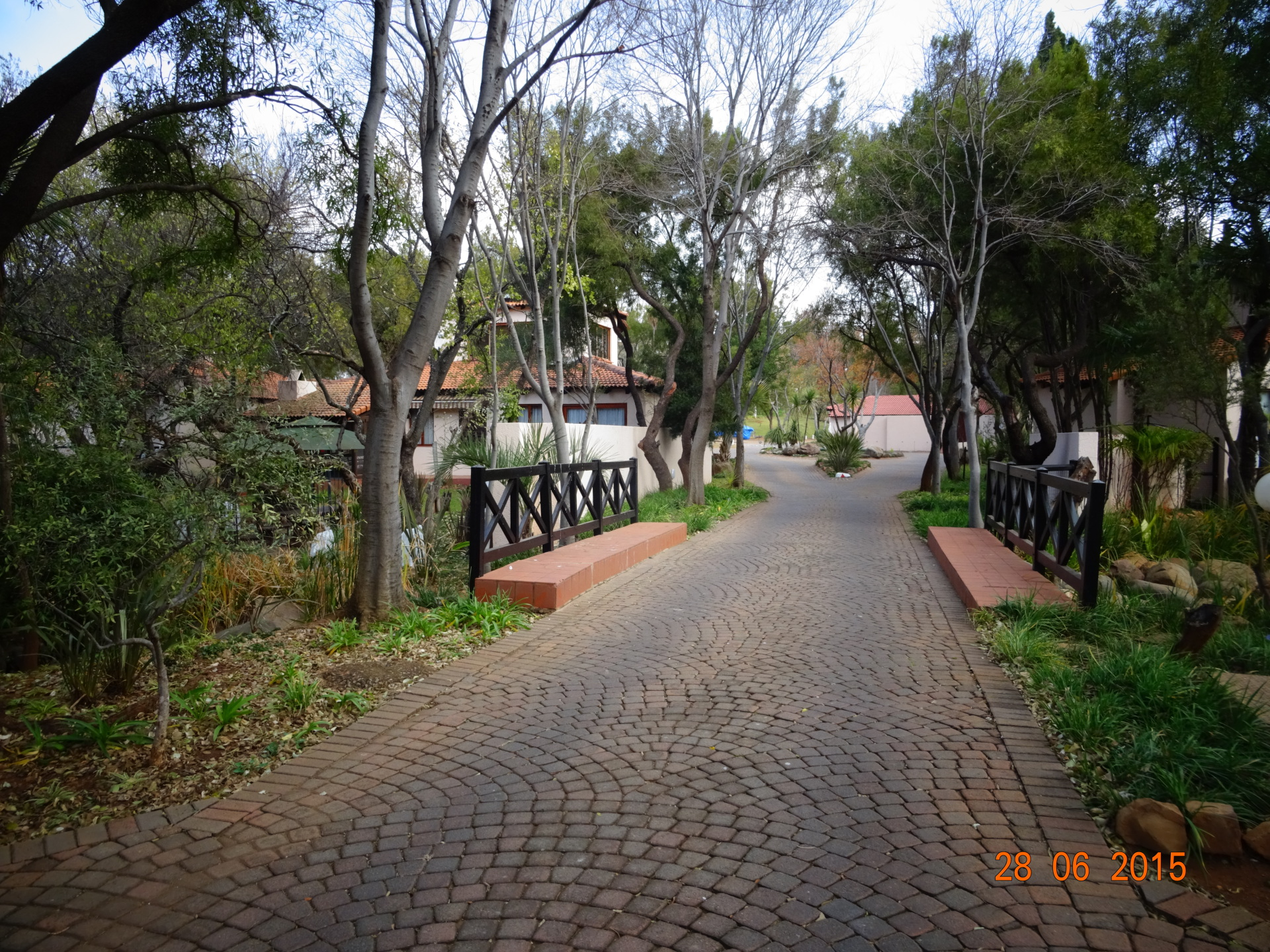 Driveway to parking area - Holiday accommodation Hartbeespoort dam