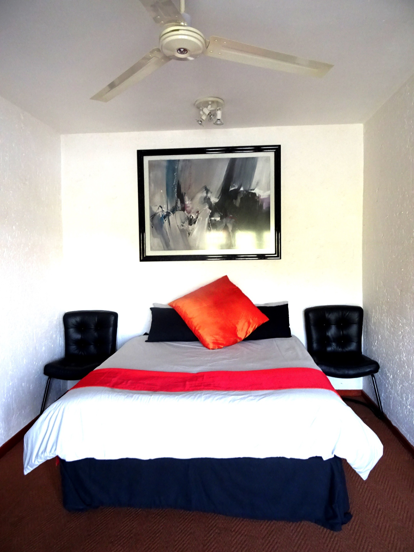 Queen size bed in 4th bedroom, Accommodation Hartbeespoort dam, 2,5 bathrooms