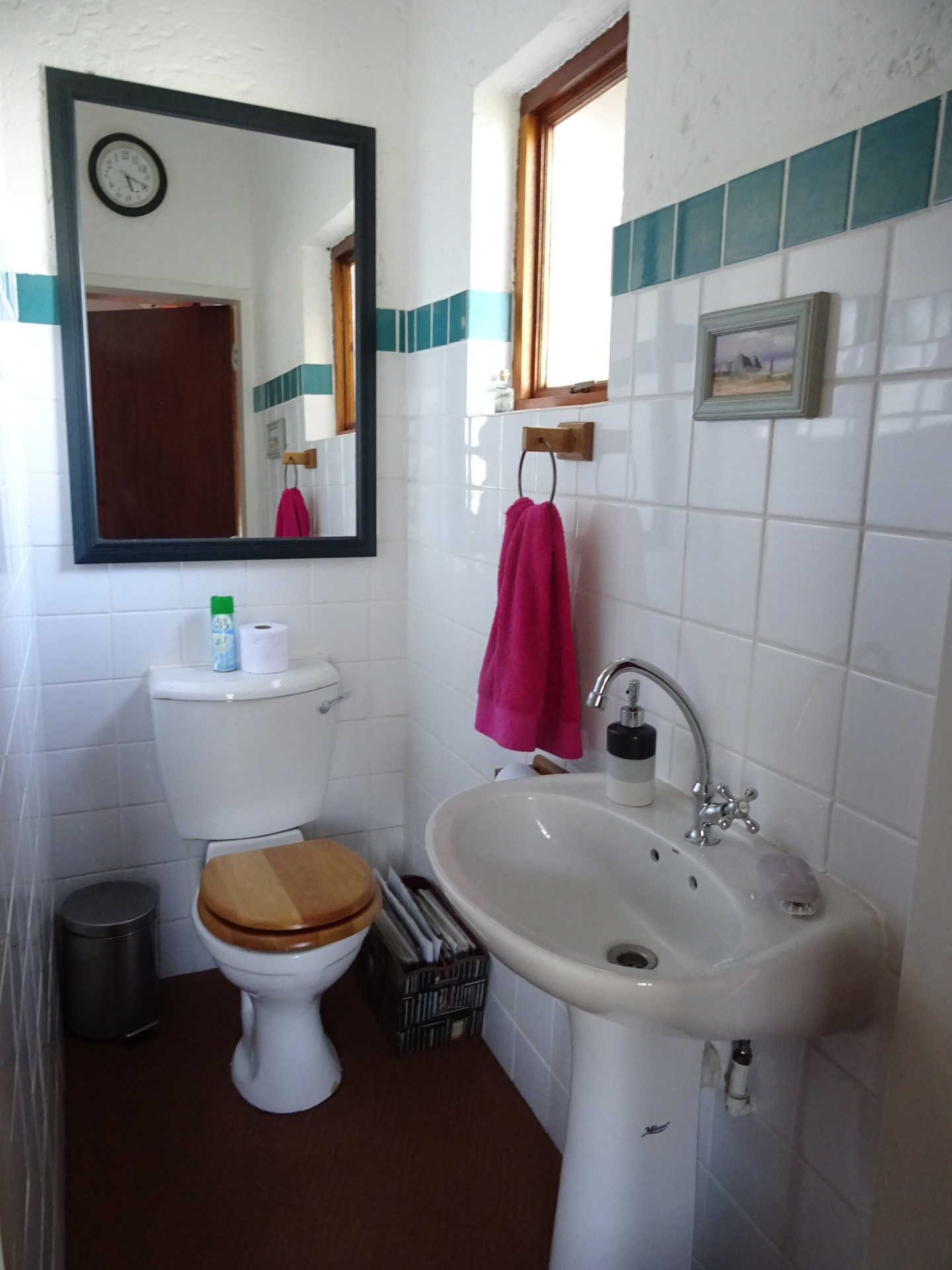Guest bathroom downstairs - Holiday breakaway self catering home
