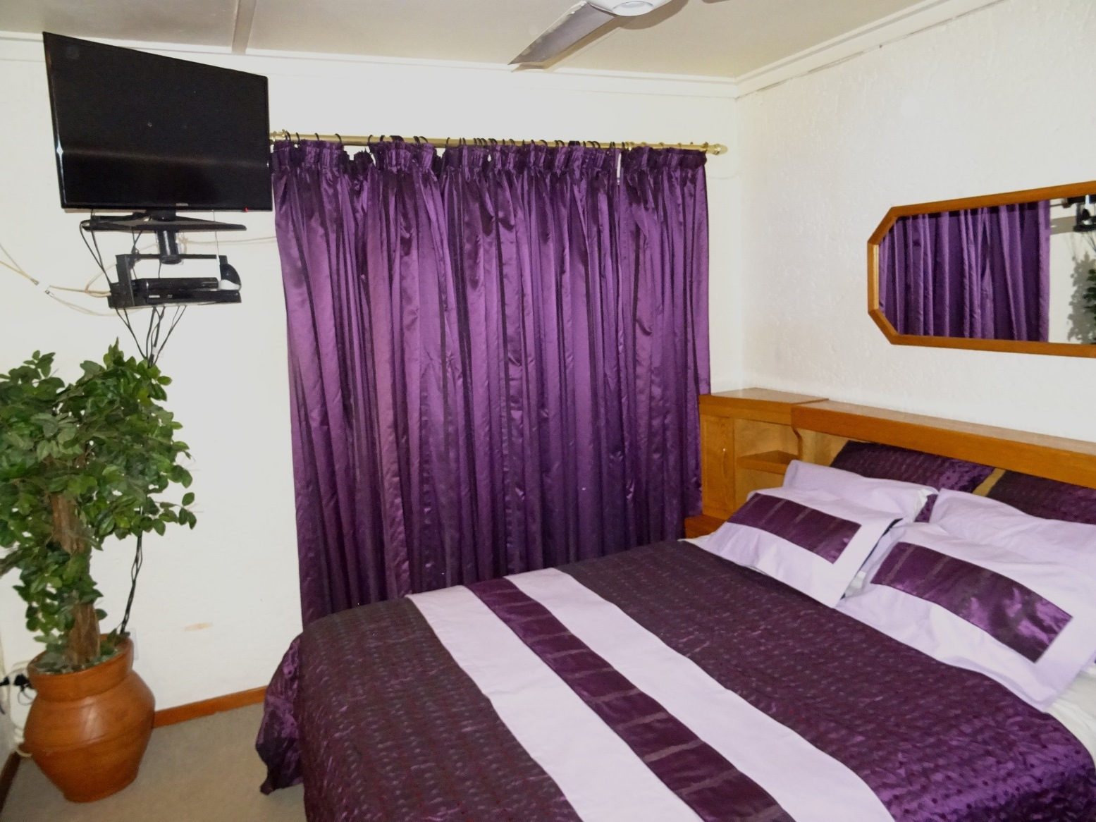 Queen size bed & headboard in purple main en-suite bedroom - Ileven Heaven