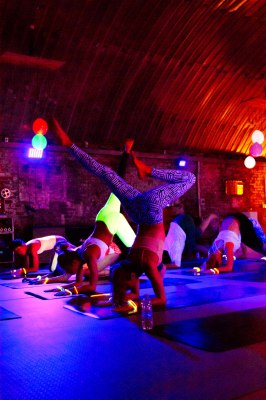 yoga london, pop up yoga london, flow in the dark, black light yoga