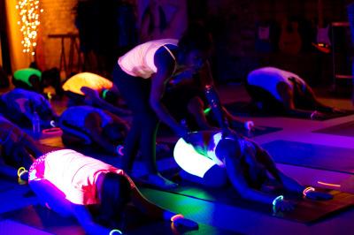 flow in the dark london, flow in the dark, pop up yoga, pop up yoga london, flow yoga
