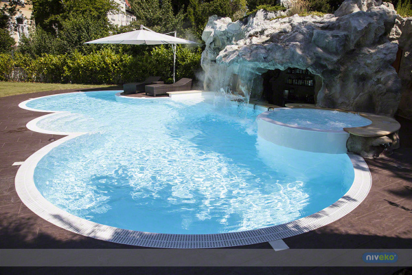 "<img alt=""Niveko exclusive swimming pool"">"